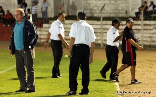 Guardias privados retiran del campo de juego a Bruno