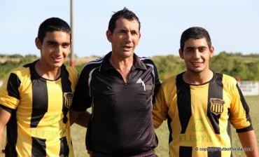 Cristobal Santarcieri de árbitro y sus hijos...de Peñarol. Foto Fanny Ruetalo