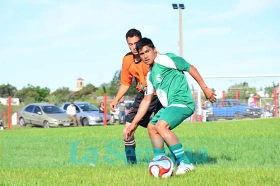 Sergio Suffo de Juventud, marcó dos goles para la victoria de los verdolagas. Foto La Semana