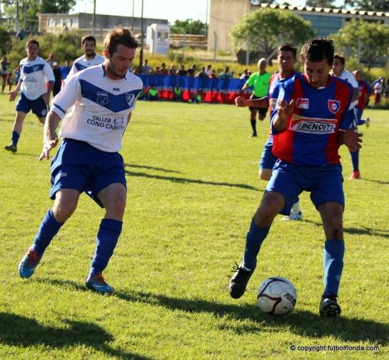 Carrasco de San Lorenzo maniobra frente a la marca de M Beltrand de Alianza. Los dos descendieron. Foto Fanny Ruetalo