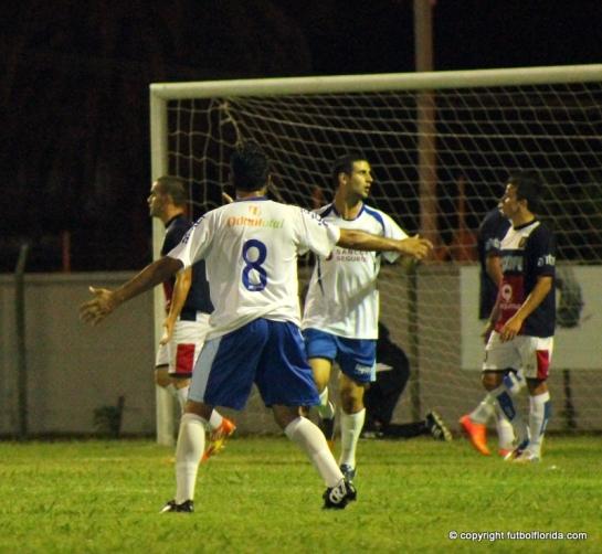 Pablo Abaddie festeja uno de los goles en Canelones