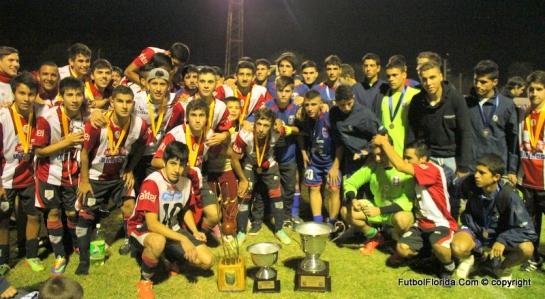 La foto del año. El verdadero espíritu deportivo del fútbol del interior. Foto Fanny Ruetalo