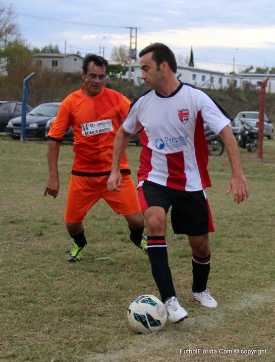 Jorge Osorio de Candil Master maniobra con la pelota. Foto Fanny Ruétalo
