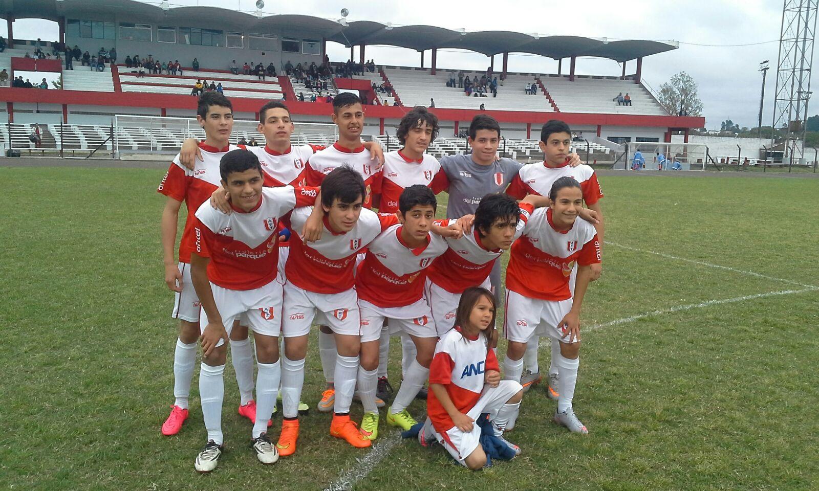 Selección juvenil de Tacuarembó con el pie derecho