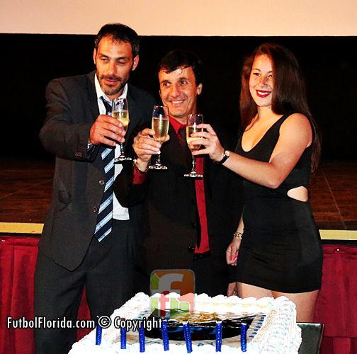 Gastón Mignone, Gustavo Bares y Stephanie Tregartten. Foto Fanny Ruetalo