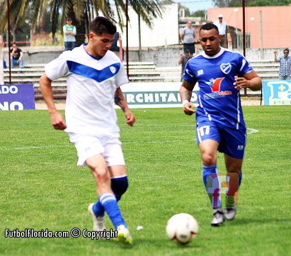De Oliveira -de azul- jugará en Quilmes