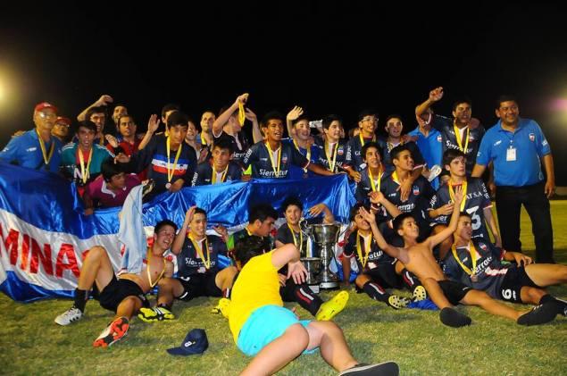 La tricolor minuana festeja la obtención del Sub 14. Foto Primera Página