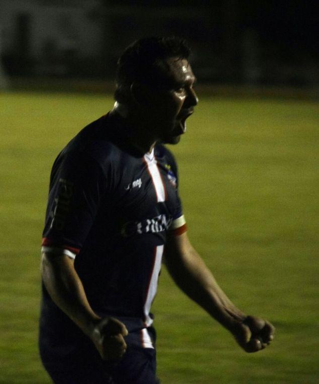 Mario Amorín gritando su 2do gol. Foto Adrian Trabadelo