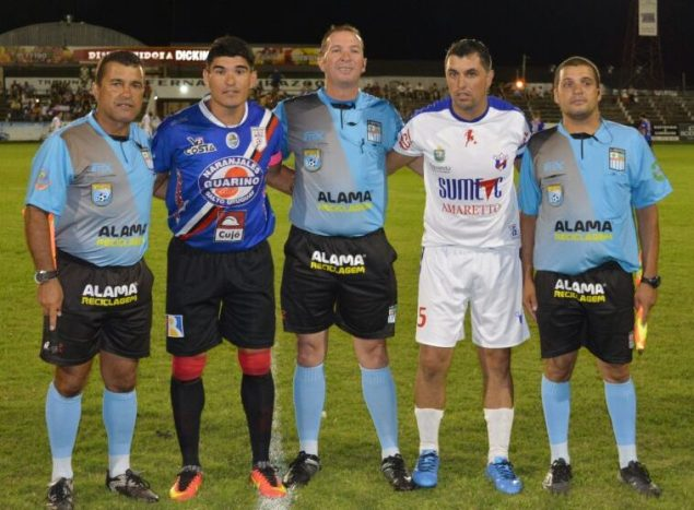 Nestor Cohelo capitanes y asistentes Foto Ramón Mesías
