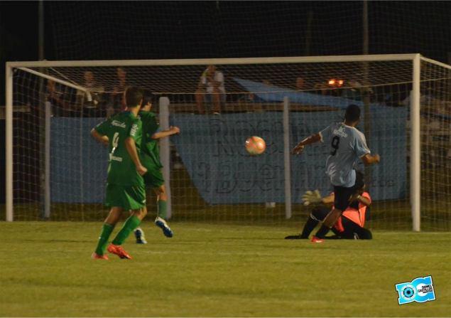 El gol del triunfo celeste convertido por Nahuel Azuri (Foto: Daniel Castillos)