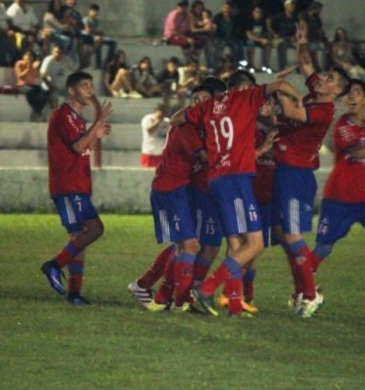 """Festejo de gol de """"La Rojita"""" que jugará una nueva final. Foto rosarioweb.com.uy"""