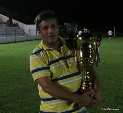 Dr Hector Leites con la Copa