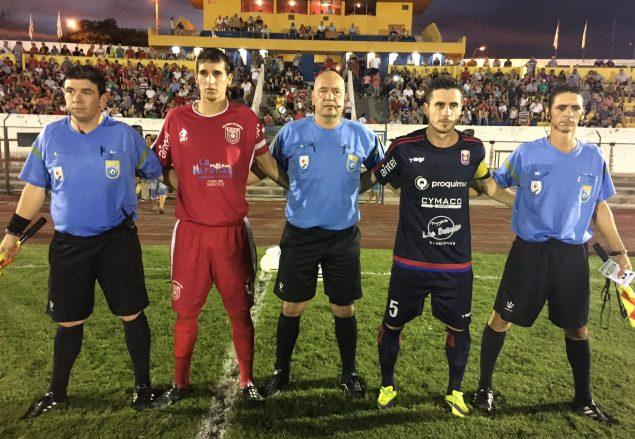 Nestor Izquierdo,asistentes y capitanes. Foto de Javier Frugoni de Durazno Sports