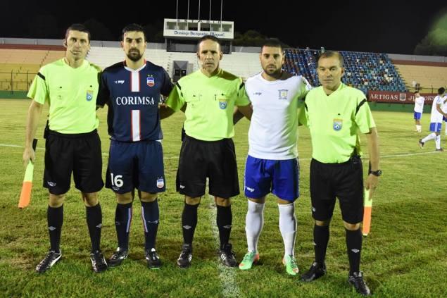 Martin Martinez, capitanes y asistentes. Foto Oral Sport