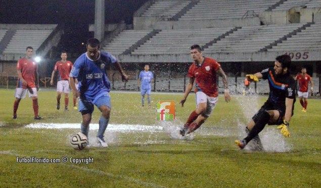 A pesar del agua, Rivera se impuso claramente. Foto Freddy Silva