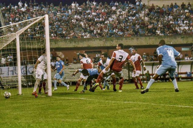 Gol de Rivera. Foto Freddy Silva