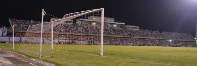La tribuna del Paiva a tope. Mas de 7 mil personas. Foto Freddy Silva