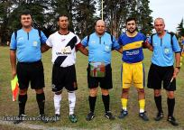 Capitanes de Boquita y Barrio Viña junto a los árbitros