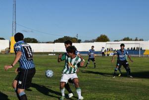 Partidazo entre Juvenil y Sportivo Yí. Foto Victor D Rodriguez