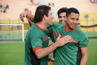 Gastón Navarro la figura excluyente del encuentro marcando tres goles. Foto Ernesto Hornos