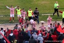 España festeja. Jugadores e hinchas en una victoria histórica. Foto Emilia Spinelli
