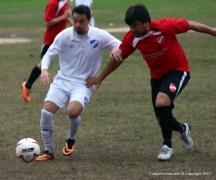 José Cayaffa autor del 2do gol tricoloravanza con balón marcado por Christian Rivero de Mendoza