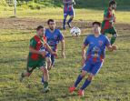 Dilan García y Palo Parris miran la pelota