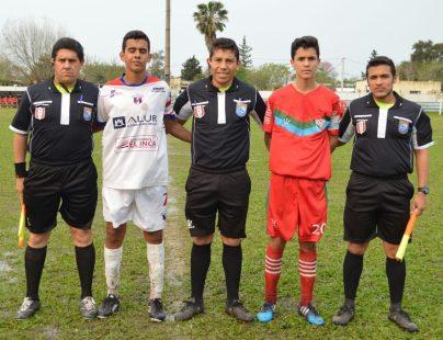 Santiago Gómez (Central), Jorge Arezo y Santiago Mederos (Asistentes) y capitanes. Foto Ramón Mesías