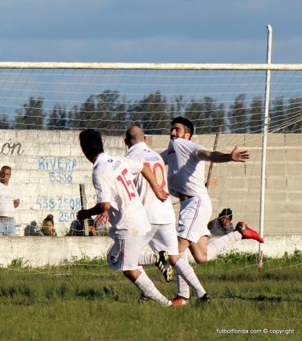 Rodrigo León festeja el gol de la victoria. Foto Fanny Ruetalo