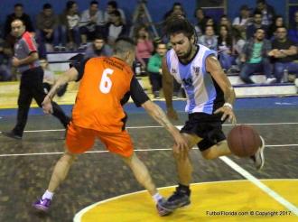 Jorge Chiriazis lleva la naranja marcado por Nicolas Cosentino