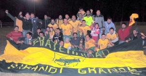La postal del campeón, con bandera y trofeos. Foto Dino Cappelli