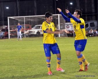 Los goleadores de la Copa, Sergio Martinez y Aldo Díaz se saludan. Foto Victor D Rodriguez