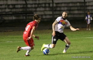 Sebastián Noy fue el mejor jugador de Colonia en el debut.