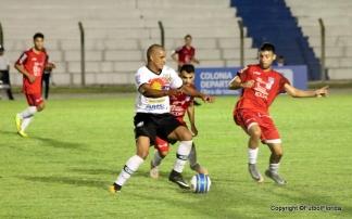 Daniel Martínez fue la gran figura del partido, el volante de San José ganó siempre