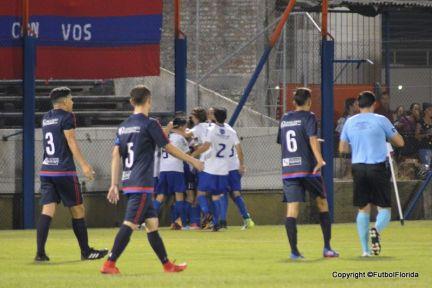 El festejo sanducero al anotar el gol de la victoria. Foto Ramón Mesías