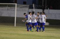 Ya se concretó el gol de Borges que celebra con sus compañeros. Foto Ramón Mesías