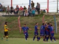 Los azulgranas celebran el 2do gol que sería el de la clasificación. Foto Noelia Regusci